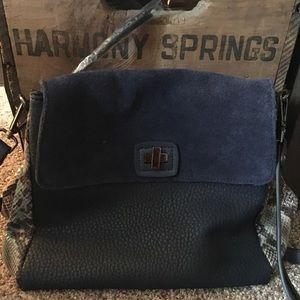 Handbags - NWOT trendy mixed media shoulder bag